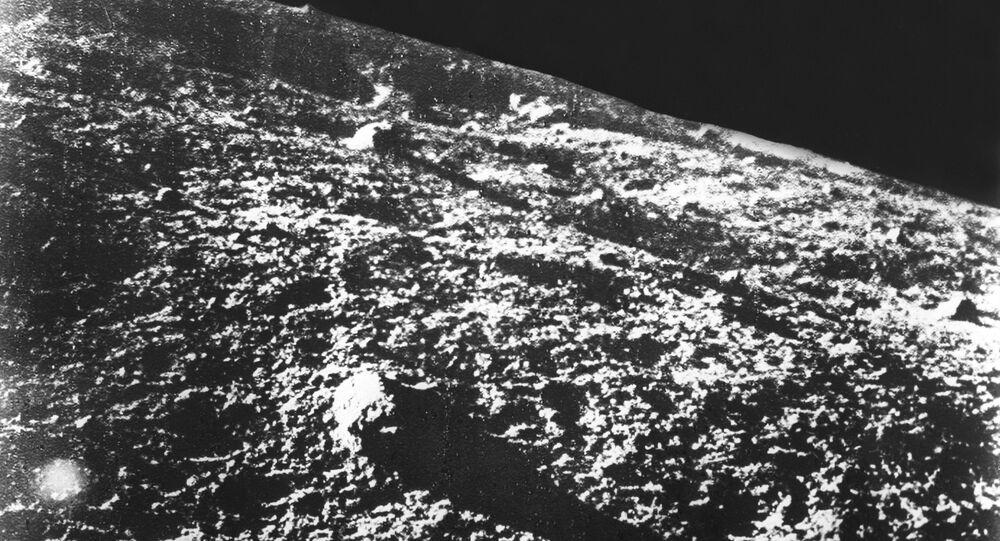 Foto da superfície lunar feita pelo aparelho soviético Luna-9