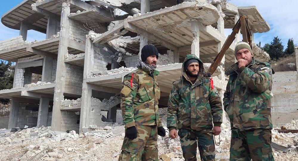 Agentes das forças pró-governamentais sírias na cidade de Rabia, na província síria de Latakia, Síria, 27 de janeiro de 2016