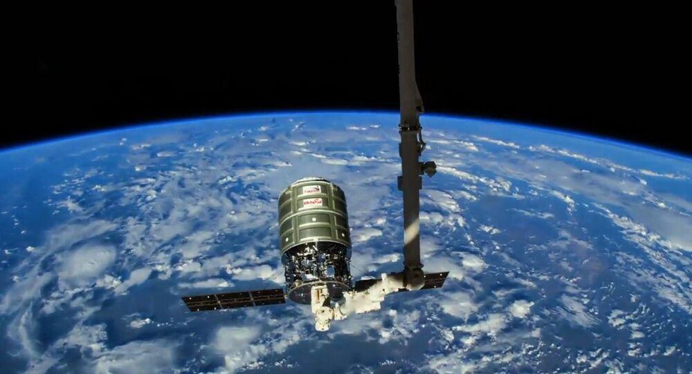 O vídeo oficial do projeto mostra uma nave espacial lança uma sonda para explorar o espaço aéreo