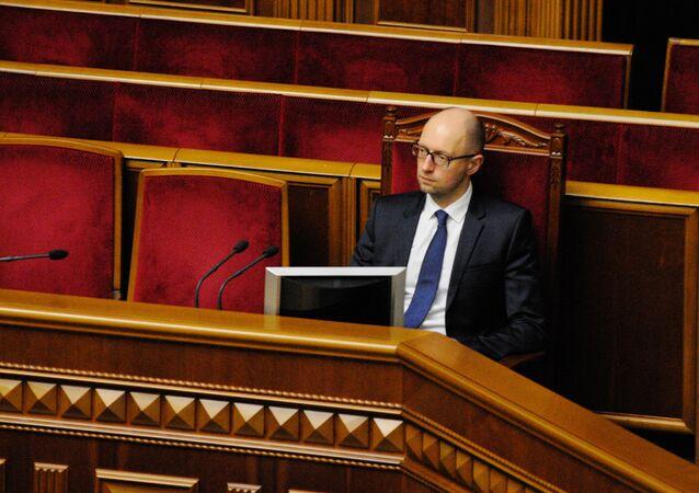 O primeiro-ministro ucraniano Arseni Yatsenyuk na Suprema Rada