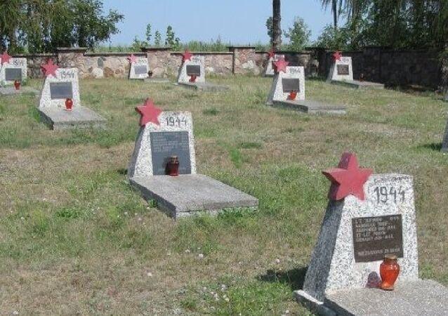 Túmulos de soldados soviéticos