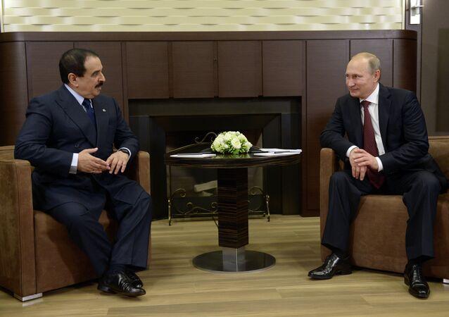 Vladimir Putin se encontra com o Rei do Bahrein, Hamad bin Isa Al Khalifa