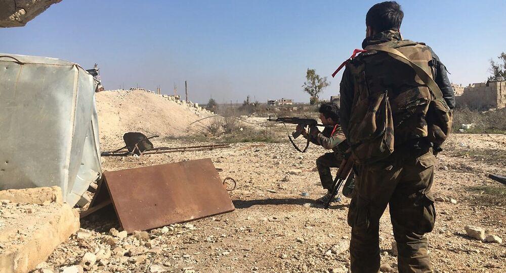 Exército sírio durante a ofensiva perto de povoação Osman na província de Daraa, janeiro de 2016
