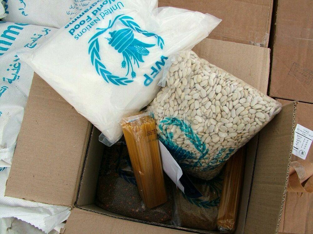 As caixas da ajuda humanitária russa contêm comida, item que mais falta nas áreas assoladas por um conflito