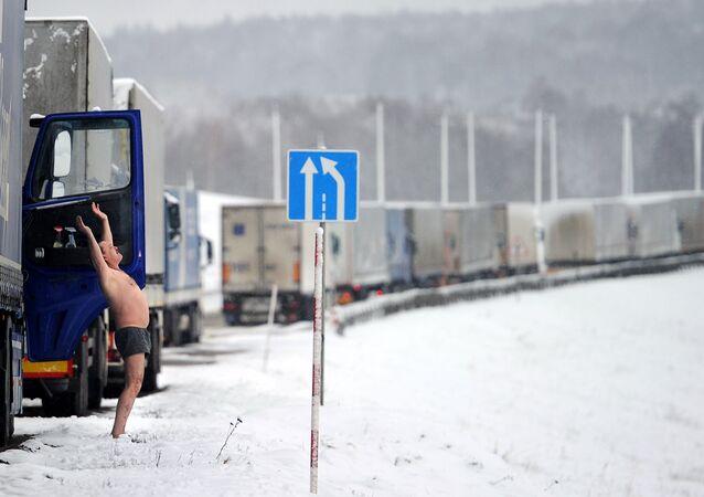 Os veículos de carga detidos terão até o dia 25 para retornar aos seus países