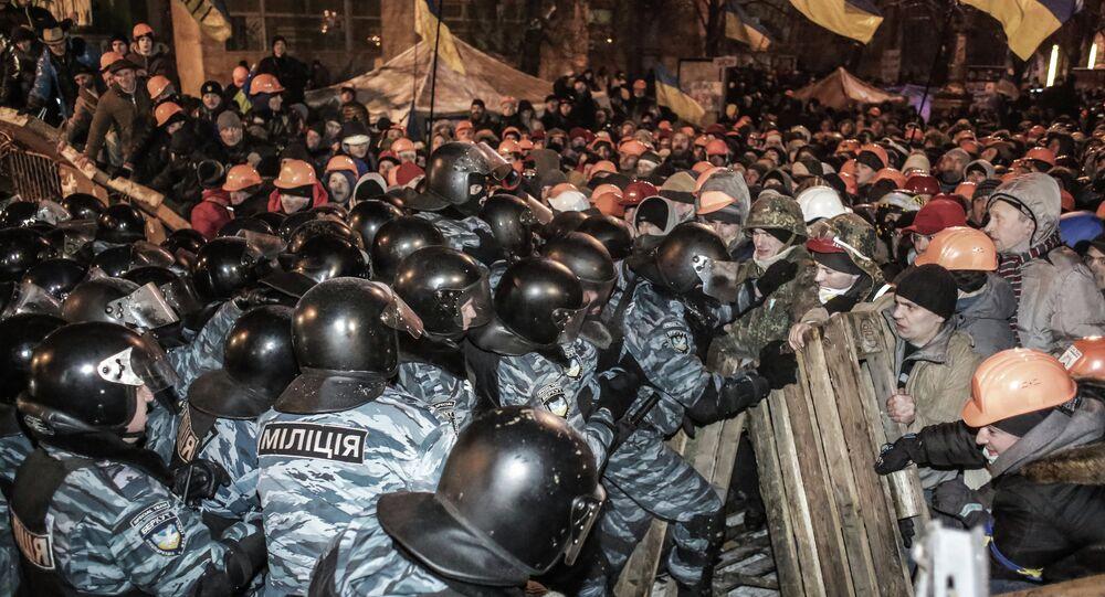 Confrontos entre policiais e manifestantes pró-europeus no Maidan em Kiev, na Ucrânia