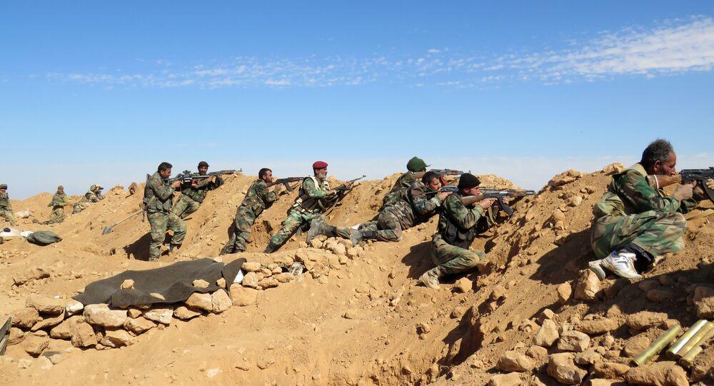 Soldados sírios nos arredores de Raqqa, Síria