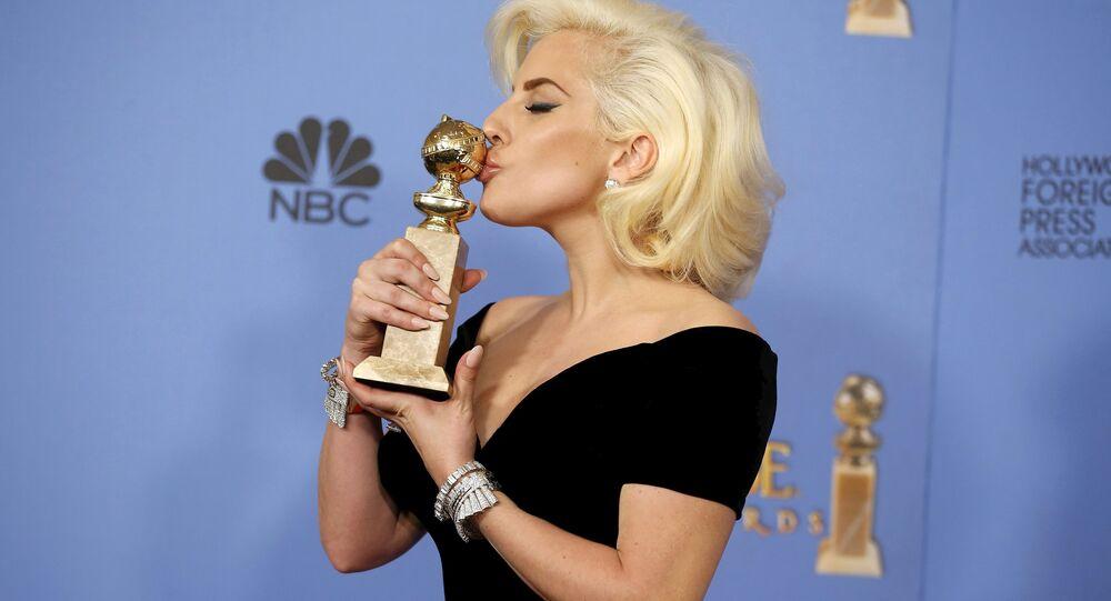 Lady Gaga, musa da comunidade LGBT, figura em um dos memes que debocham do curso de cura gay ministrado por Claudemiro Soares no DF