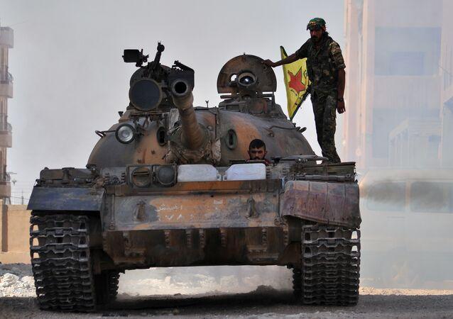 Soldados das Unidades de Proteção Popular curdas (YPG) no Curdistão Sírio (arquivo)