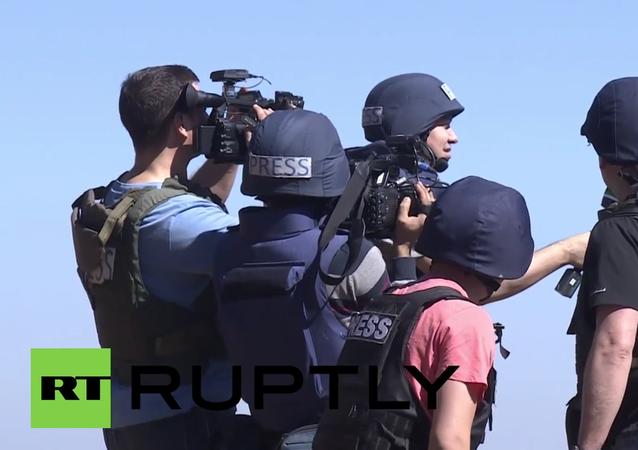 Síria: Jornalistas internacionais escapam fogo de artilharia perto da fronteira turca
