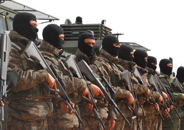 Soldados tunisinos perto de Ben Gardane