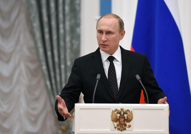 Presidente da Rússia Vladimir Putin durante a conferência de imprensa em conjunto com o presidente francês François Hollande em Kremlin, Moscou, 26 de novembro de 2015