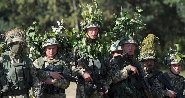 Militares ucranianos participam dos exercícios Rapid Trident realizados pela OTAN, oeste da Ucrânia, setembro de 2014
