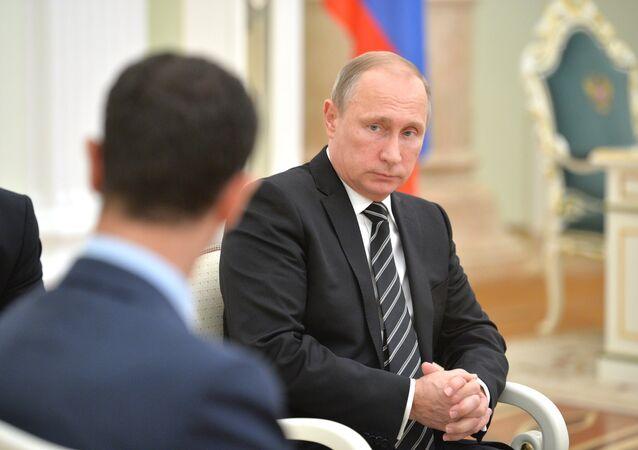 Presidente russo Vladimir Putin em encontro com o presidente da Síria, Bashar Assad