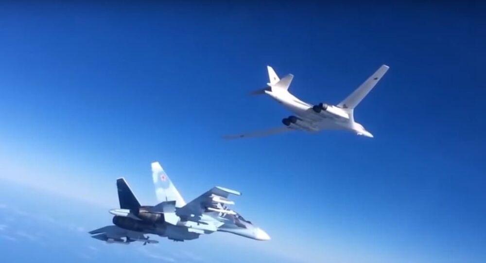 Aviões russos realizam uma operação no céu da Síria