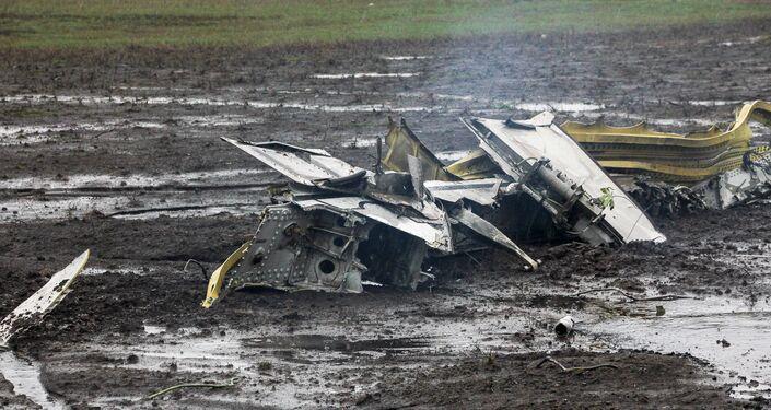 Destroços do Boeing 737-800 que caiui no aeroporto de Rostov-no-Don, Rússia, 19 de março de 2016
