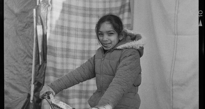 Criança refugiada no Linière, Grande-Synthe, França