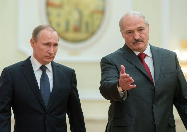 Presidente russo Vladimir Putin e o presidente bielorrusso Aleksandr Lukashenko durante a reunião do Supremo Conselho de Estado da União da Rússia e Bielorrússia, Minsk, Bielorrússia, 25 de fevereiro de 2016