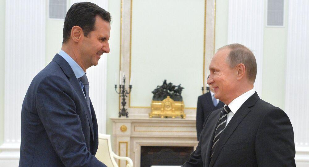 Presidente Vladimir Putin, da Rússia, se encontra com o seu colega sírio Bashar al-Assad