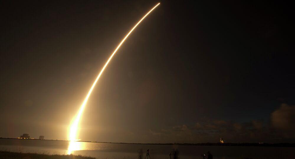 Satélite da Marinha americana é lançado de Cabo Canaveral, na Flórida