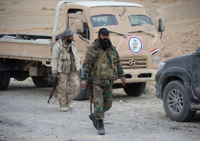 Soldados se preparam para um novo ataque contra os terroristas