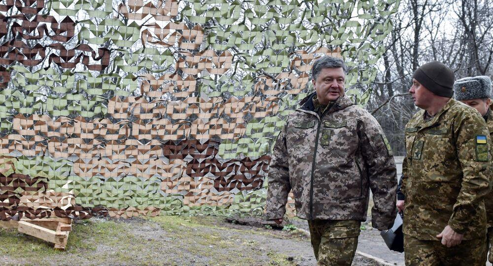 Presidente ucraniano, Pyotr Poroshenko, durante visita à região de Donetsk, Ucrânia, em 28 de março de 2016