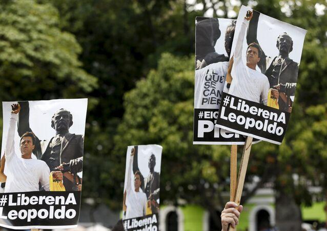 Manifestantes venezuelanos exigem a libertação do líder opositor Leopoldo López