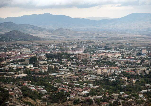 Cidade de Stepanakert, capital da autoproclamada república de Nagorno-Karabakh (arquivo)