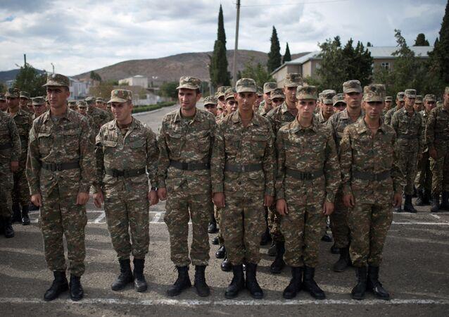 Soldados da autoproclamada República de Nagorno-Karabakh