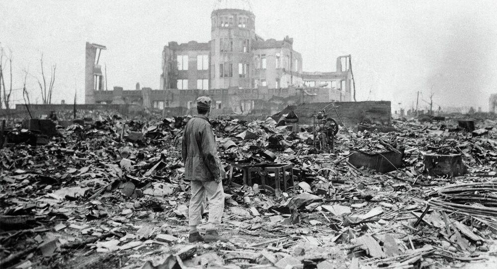 Correspondente aliado visita escombros de Hiroshima após ataque nuclear dos EUA – 8 de setembro de 1945