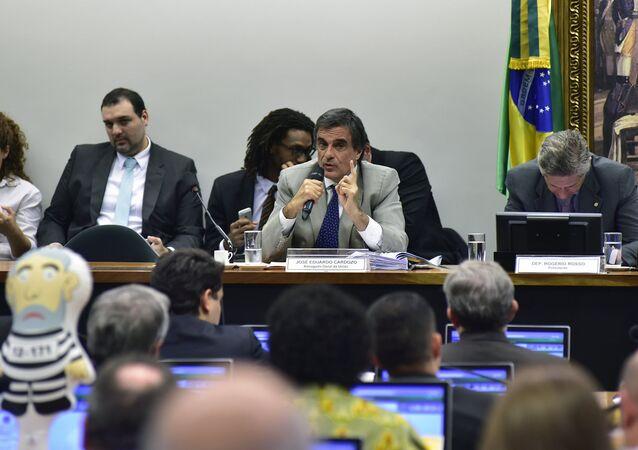 José Eduardo Cardozo, advogado-geral da União, defende Dilma e diz que impeachment é vingança de Eduardo Cunha