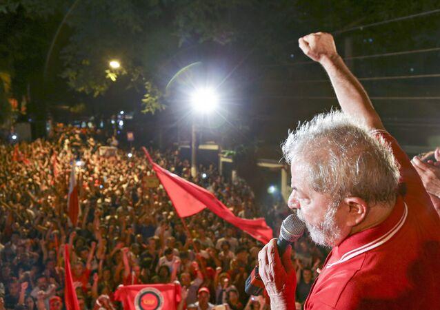 Lula durante ato pela democracia em São Bernardo do Campo, São Paulo (arquivo)
