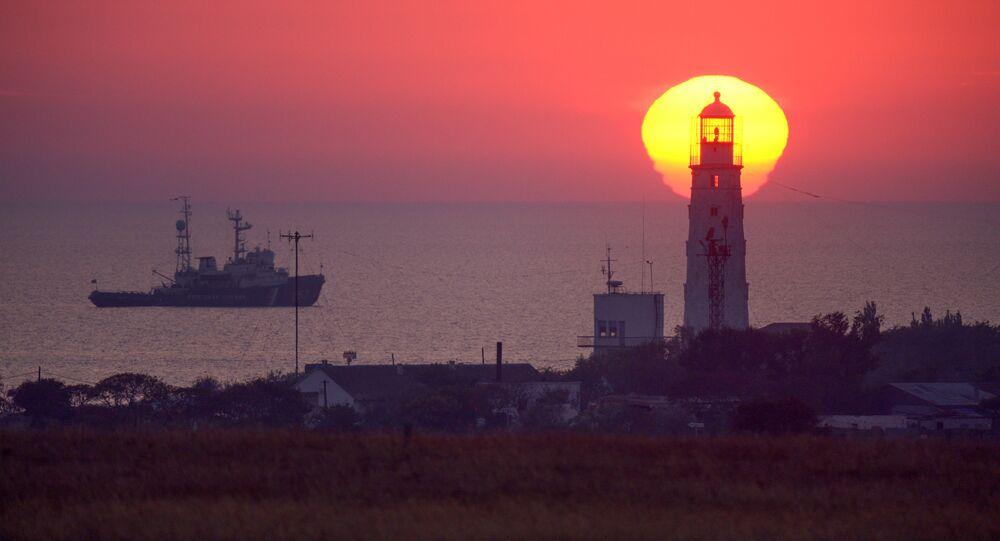 Farol no oeste da península de Crimeia, Rússia