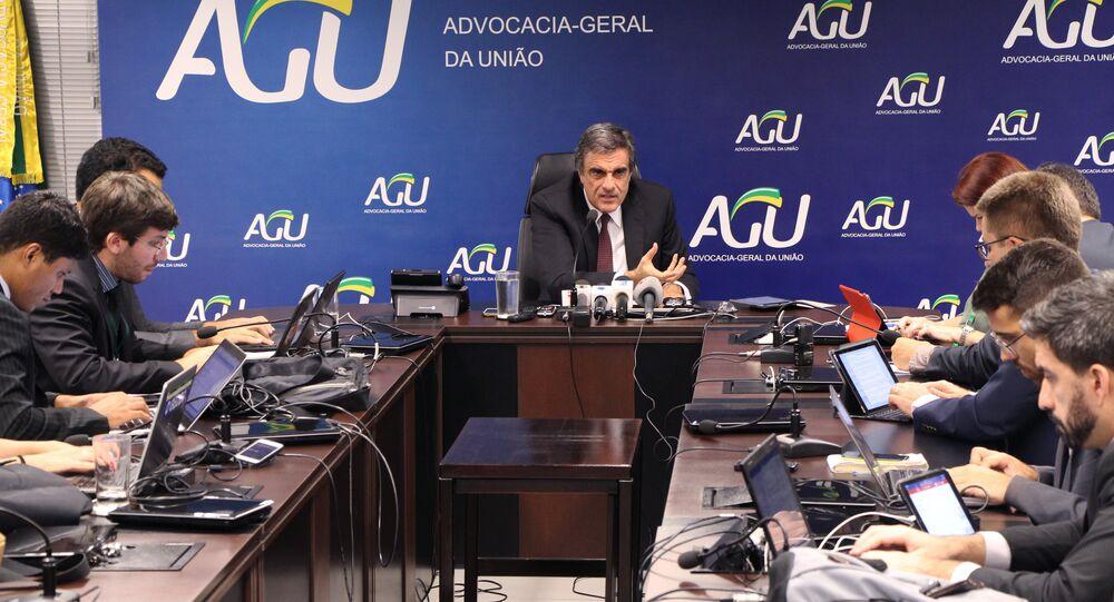 José Eduardo Cardozo fala em entrevista coletiva sobre relatório de Deputado Jovair Arantes