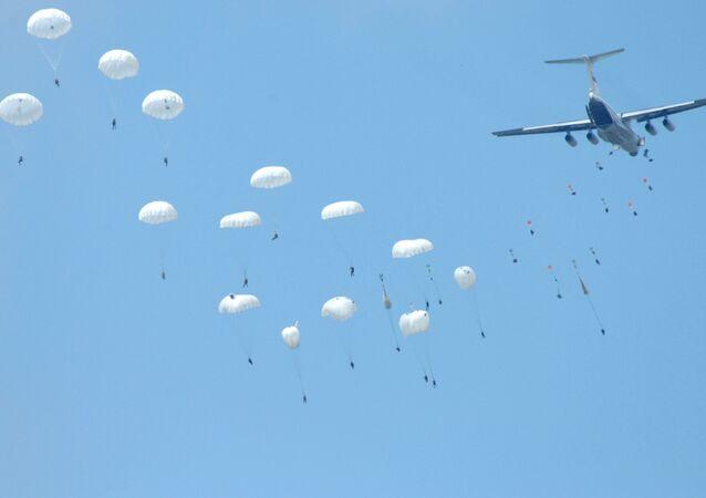 Paraquedistas russos - foto de arquivo