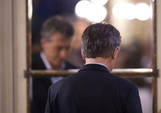 Presidente da Argentina, Mauricio Macri, se retira após uma declaração oficial na Casa Rosada, em Buenos Aires