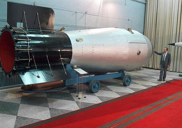 A bomba termonuclear é exibida no museu de armas nucleares no Centro Russo Nuclear Federal na região de Nizhny Novgorod
