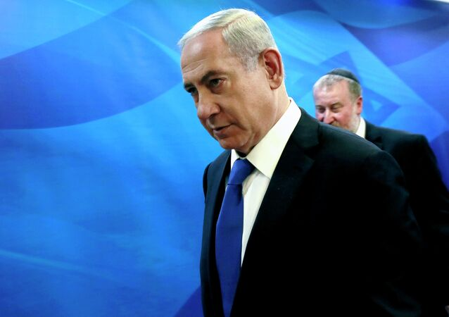 Israel's Prime Minister Benjamin Netanyahu (L) arrives at the weekly cabinet meeting at his office in Jerusalem March 8, 2015.