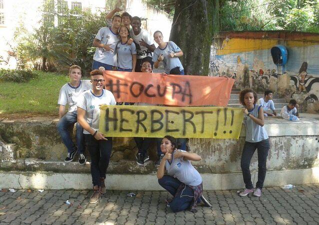 Estudantes ocupam colégio na Zona Norte do Rio de Janeiro