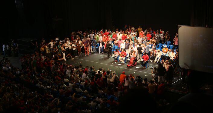 Lula participa de ato contra impeachment de Dilma no centro do Rio