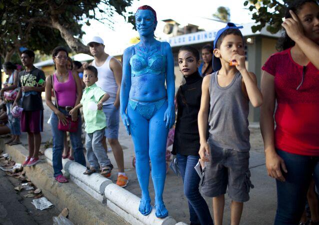 Mystique nas ruas da Venezuela.