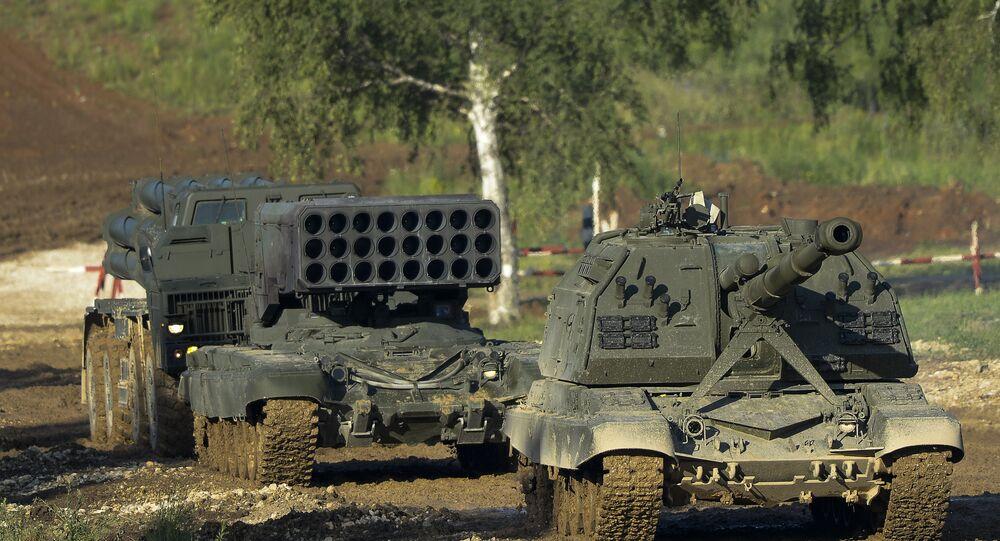 Sistema de artilharia autopropulsada 'Msta-S' e sistema pesado de lança-chamas 'Solntsepiok'