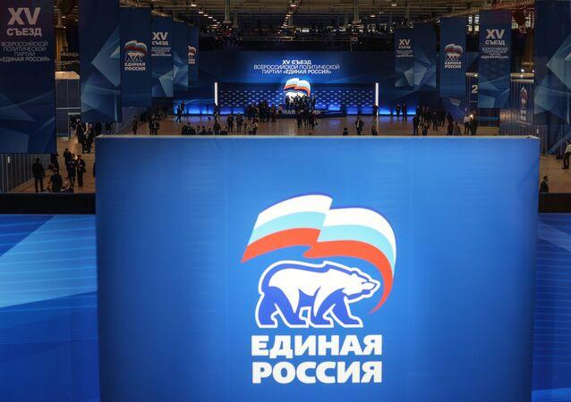 Emblema do partido russo Edinaya Rossiya (Rússia Unida) (foto de arquivo)