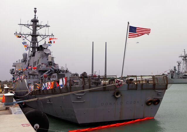Destróier norte-americano USS Donald Cook no porto de Rota, Espanha, fevereiro de 2014 (foto de arquivo)