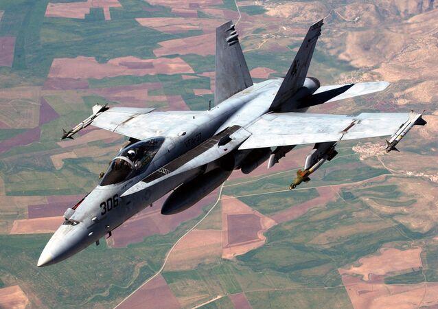 Caça F/A-18 Hornet durante uma missão de combate no Iraque