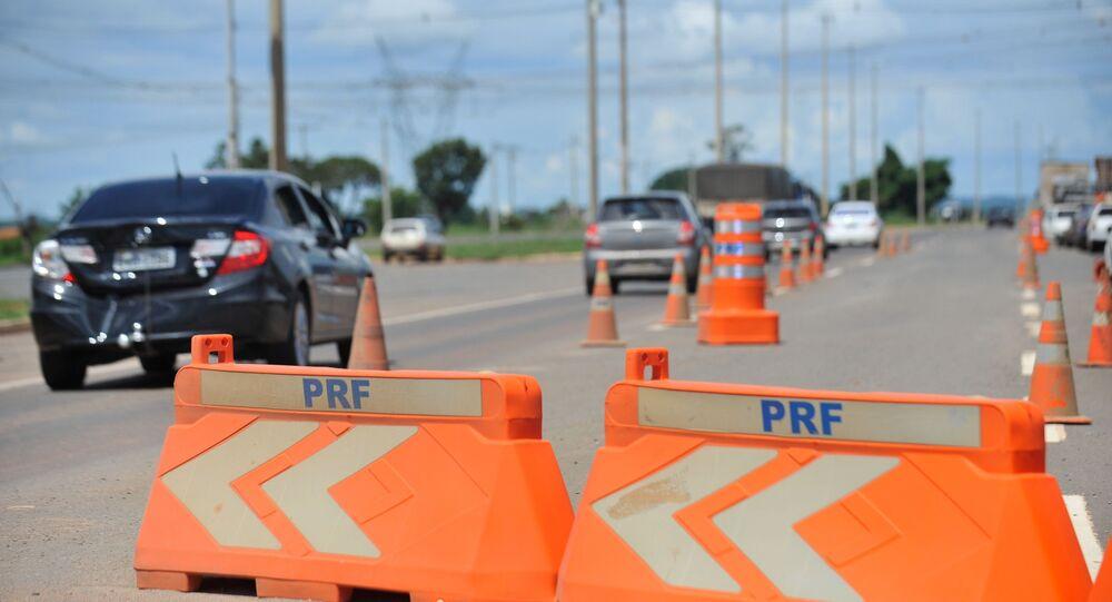 Armas foram encontradas durante uma blitz na rodovia Washington Luiz (BR-040), em Duque de Caxias - RJ