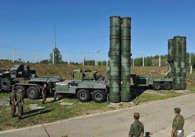 C-400 Triumph mísseis defendam o espaço aéreo de Moscou e do região central da Rússia
