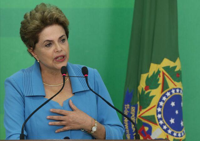Presidenta Dilma Rousseff durante declaração à imprensa sobre a provação pela Câmara da abertura do processo de impeachment