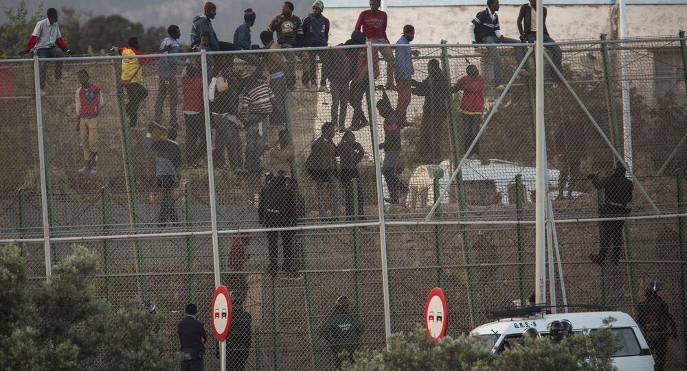 Grade de metal que separa Marrocos e Melilla, Espanha