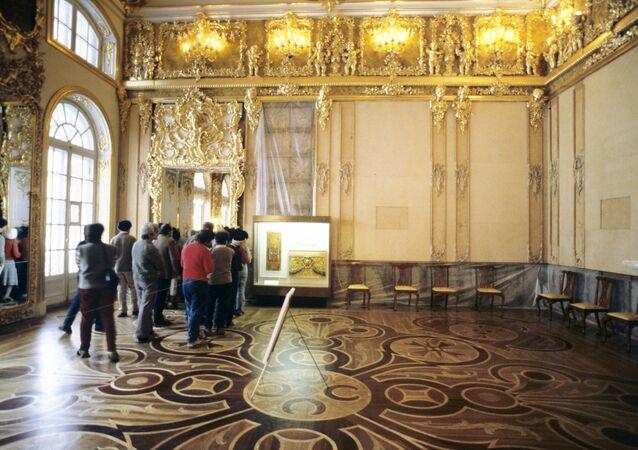 Câmara de Âmbar que está sendo reconstruida no Palácio de Catarina